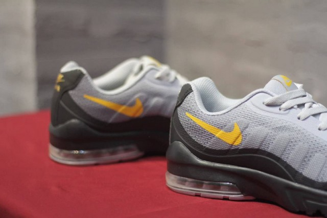 wholesale dealer 7582e 1ede9 Nike Air Max Invigor Print 95 Wolf Grey Black Orange Men s Running Shoes