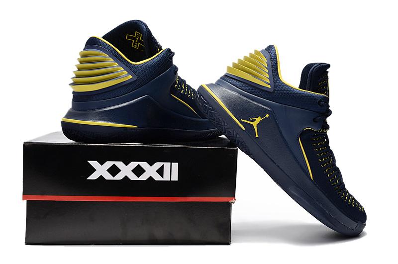 Nike Air Jordan 32 Low University of Michigan PE Right Men s ... 7825a91bd