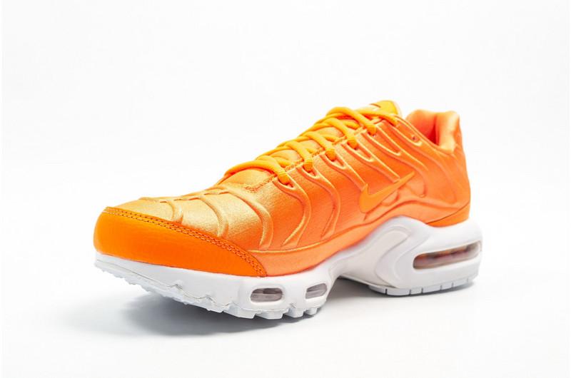 superior quality 31d7e a4842 Nike WMNS Air Max Plus TN SE Orange, White & Black 862201 800 Women's Men's  Running Shoes 862201-800